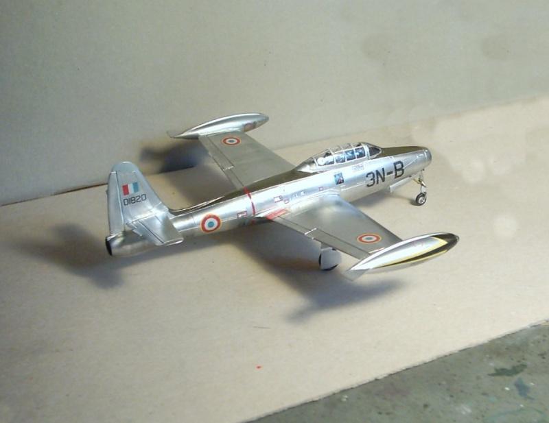 Republic F-84E Thunderjet, base Heller F-84G  Republ15