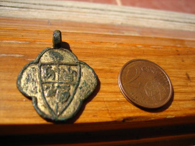 Pinjante lobulado con escudo y blason Pinjan10