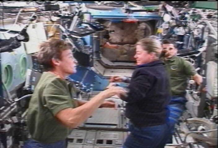 STS 120: la mission - Page 5 Twofem10