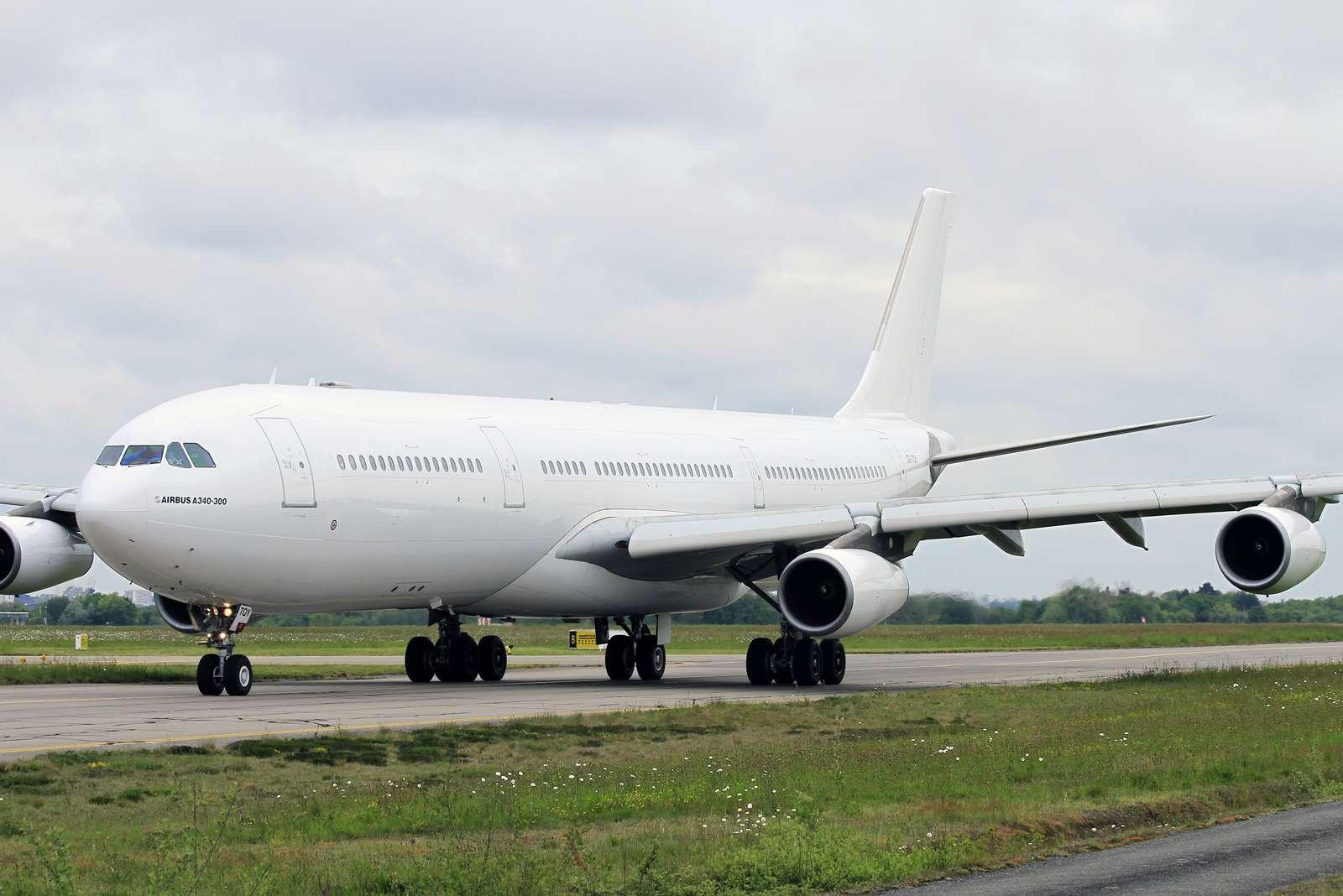 [26/04/2015] Airbus A340-300 (CS-TQY & CS-TQZ) Hi Fly Cs_tqy10