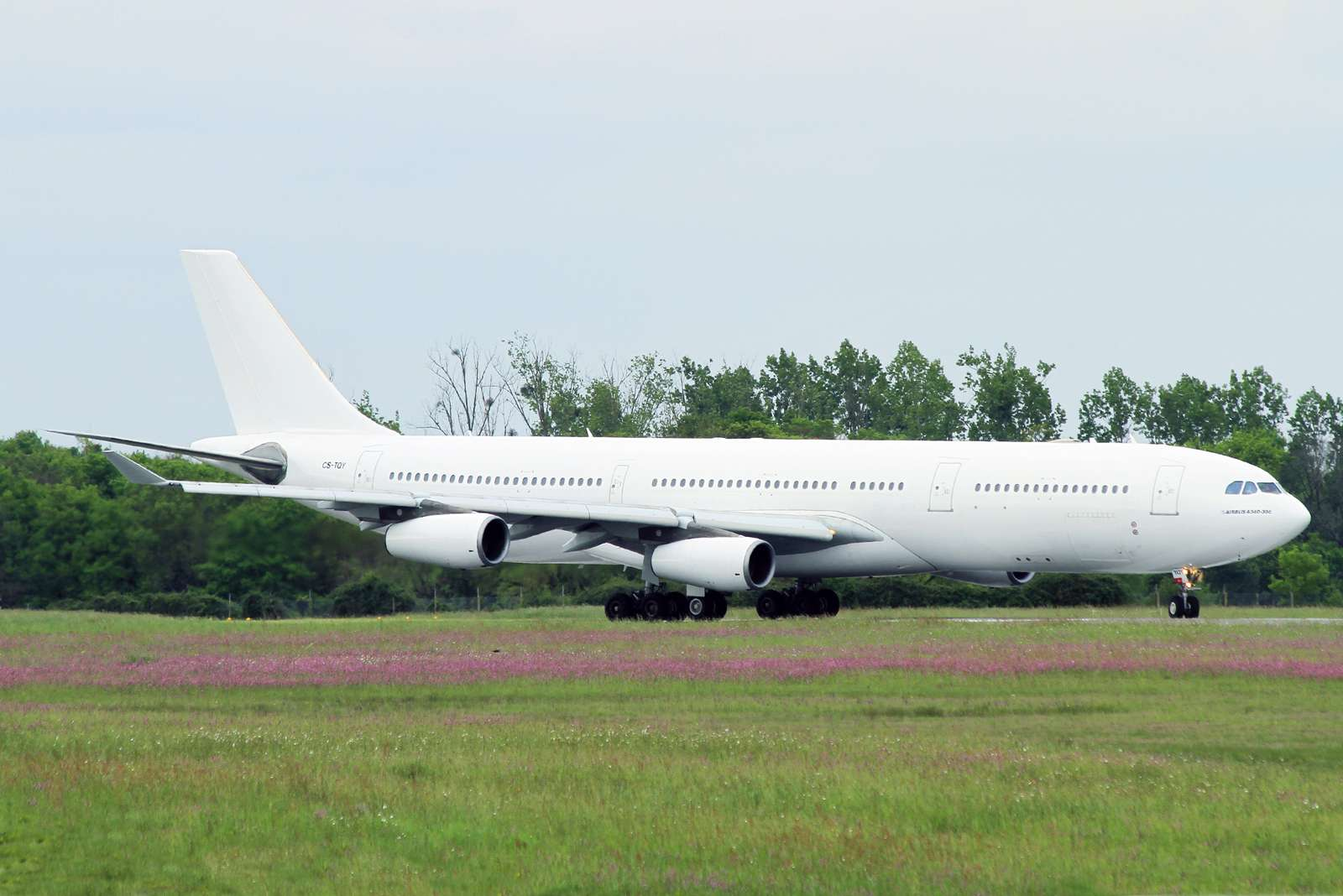 [26/04/2015] Airbus A340-300 (CS-TQY & CS-TQZ) Hi Fly Cs_tqy11