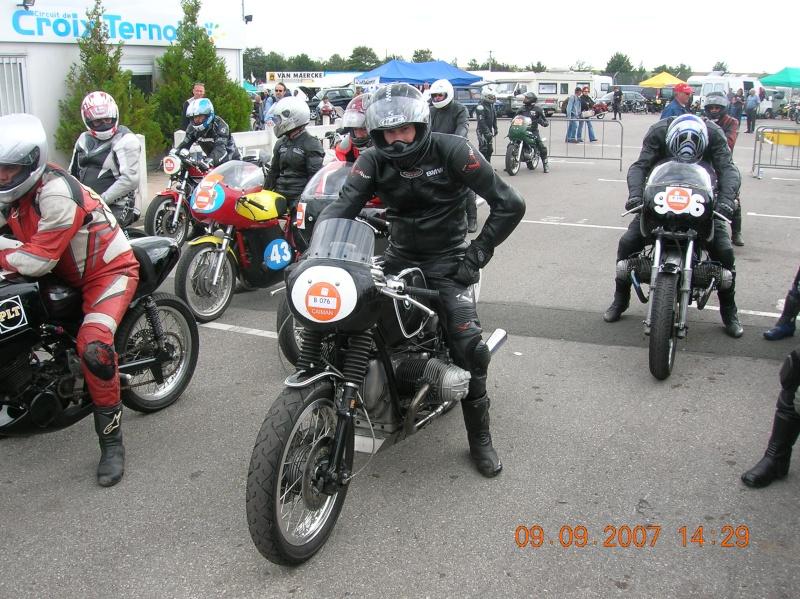 C'est ici qu'on met les bien molles....BMW Café Racer - Page 3 Dscn0811