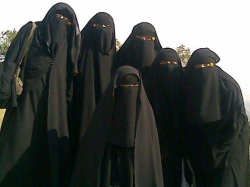 La Burqa  Niqab-10