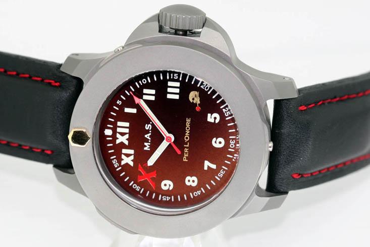 DECIMAS MAS : la montre qui va troubler le jeu de Panerai... Decima10