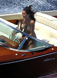 EXCLUSIF : Hamilton s'embarque avec les canots RIVA Lifest11