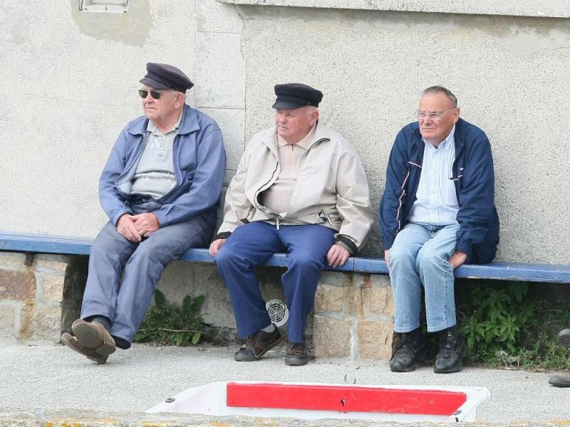 Trois papis papotaient.... Pors_p10