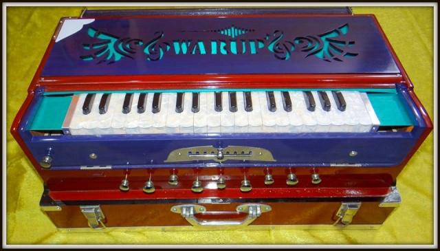 petits boutons métalliqeus pour harmonium indien Harmon10