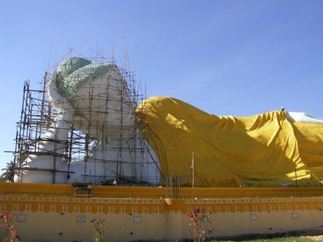 Les statues de Bouddha découvertes dans Google Earth - Page 2 P1030810