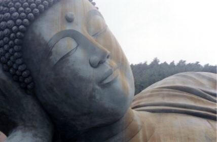 Les statues de Bouddha découvertes dans Google Earth - Page 2 Sasabi10
