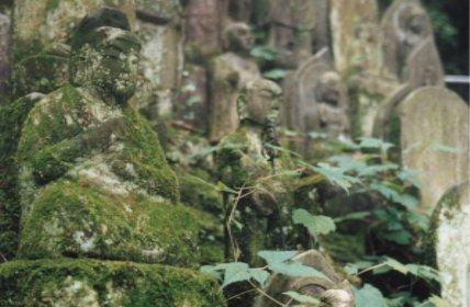 Les statues de Bouddha découvertes dans Google Earth - Page 2 Sasamo10
