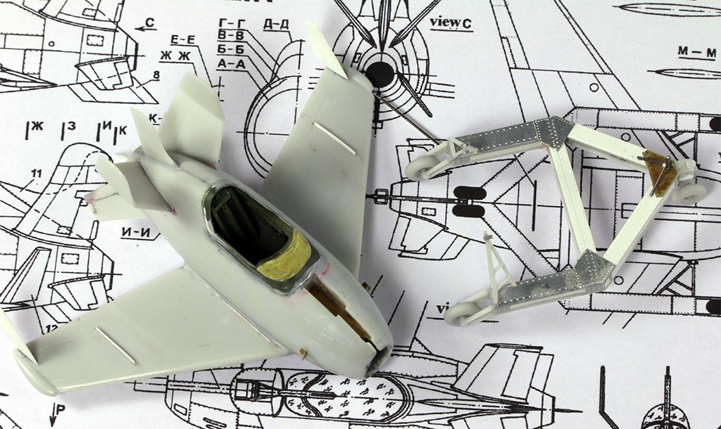 """McDonnell XF-85 """"Goblin"""" [1:72-MPM] Img_3216"""