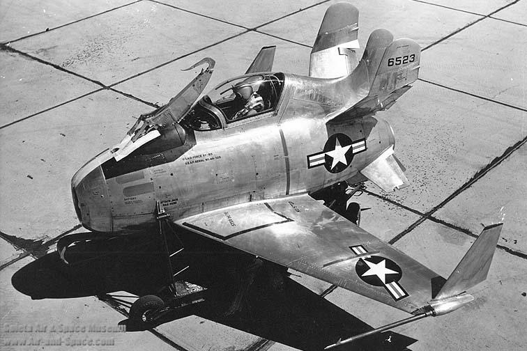 """McDonnell XF-85 """"Goblin"""" [1:72-MPM] Mcdonn11"""