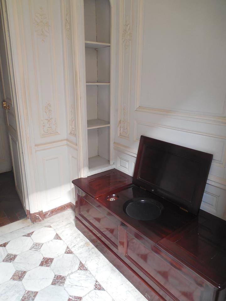 Cabinet de la chaise de la Reine Cabine11