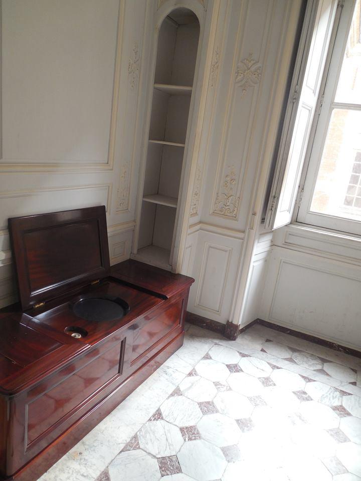 Cabinet de la chaise de la Reine Cabine12