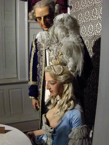Bustes et représentations en cire de Marie-Antoinette Ma_cir10