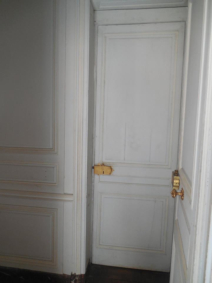 Cabinet de la chaise de la Reine Portes10
