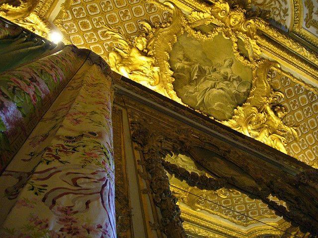 chambre - La chambre de la Reine à Versailles - Page 2 Rideau10