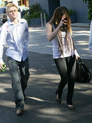 Aaron & Hilary Duff 15-11-07 Picthh10