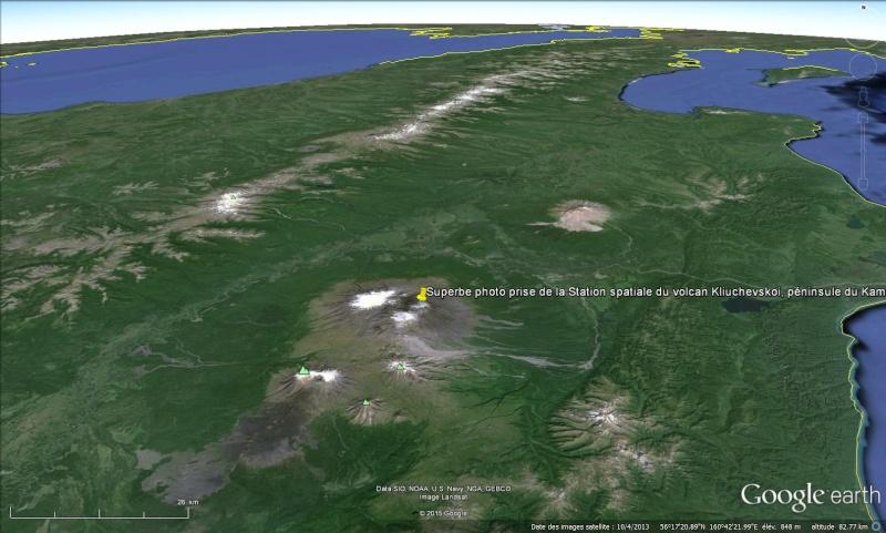 Superbe photo prise de la Station spatiale du volcan Kliuchevskoi, péninsule du Kamtchatka - Russie Sans_t83