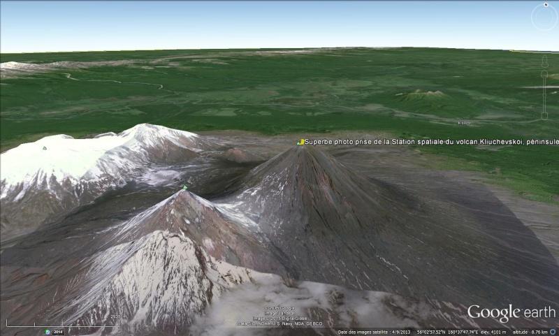 Superbe photo prise de la Station spatiale du volcan Kliuchevskoi, péninsule du Kamtchatka - Russie Sans_t84