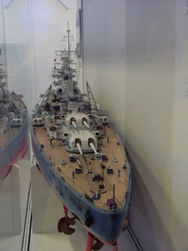 Le DKM Bismarck 270px-10