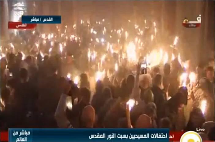 شاهد لحظة خروج النور من قبر السيد المسيح بكنيسة القيامة بالقدس Oio_a_10