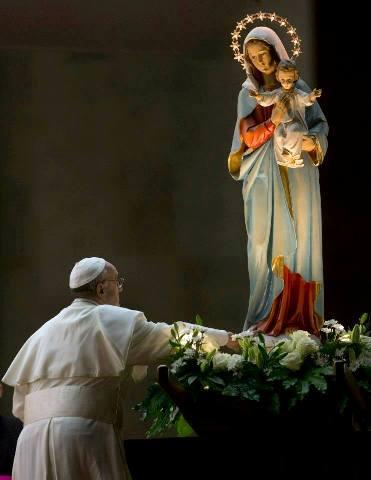 Regina Caeli avec le Pape François (vidéo) Franyo11