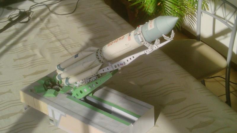 Maquette en papier Proton10