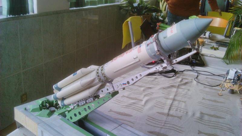 Maquette en papier Proton11