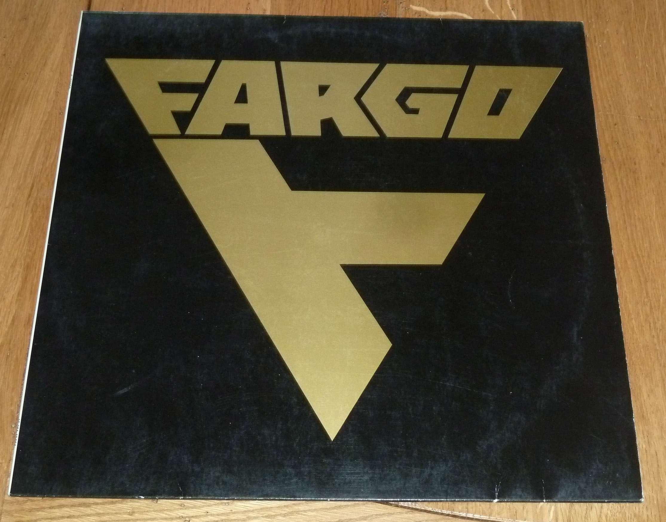 FARGO 1er album (1982) Devenu ensuite VICTORY Hard-Rock Allemagne P1170110