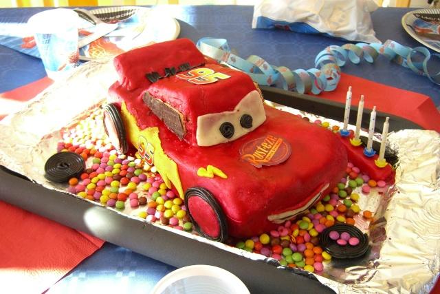 Cars quatre roues : Flash McQueen et ses amis - Page 2 Cimg6110