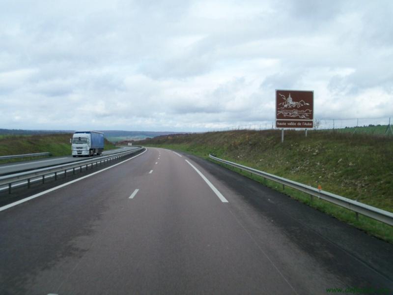 Panneaux touristiques d'autoroute (topic touristique) 53394710
