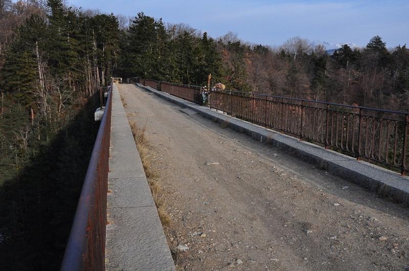 La ligne du Champsaur : une ligne de chemin de fer presque terminée, jamais mise en service 53845310