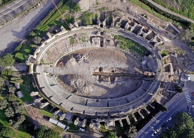 L'assassinat des arènes romaines de Fréjus Amphit10