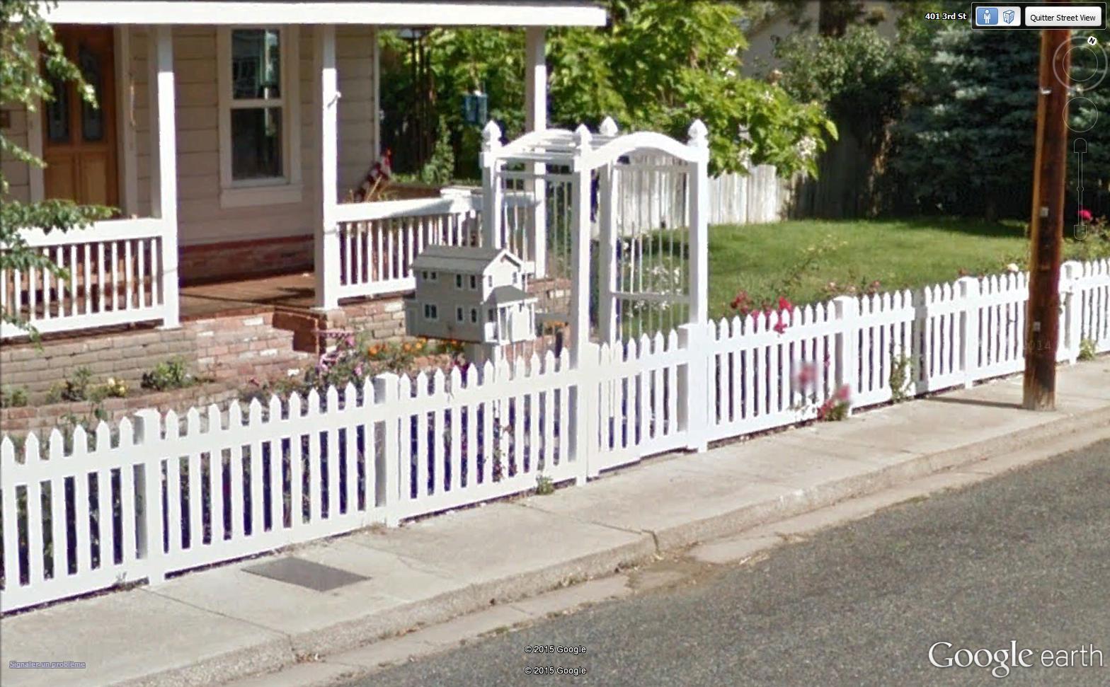 Street View : Les boites aux lettres insolites - Page 2 Bal10