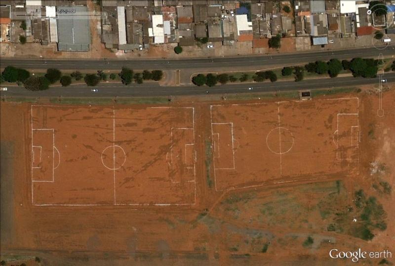 Terrains de foot insolites - Page 3 Brasil10