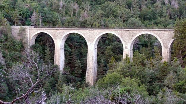 La ligne du Champsaur : une ligne de chemin de fer presque terminée, jamais mise en service Buzon10
