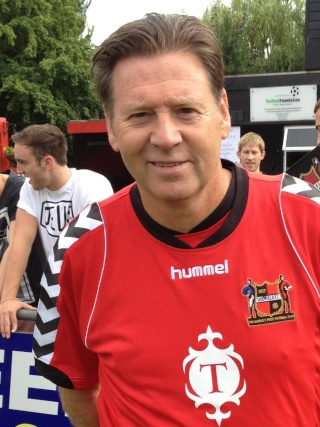 Hallam Football Club : second plus vieux club de football du monde (Chris Waddle en mode GE !) Chris210