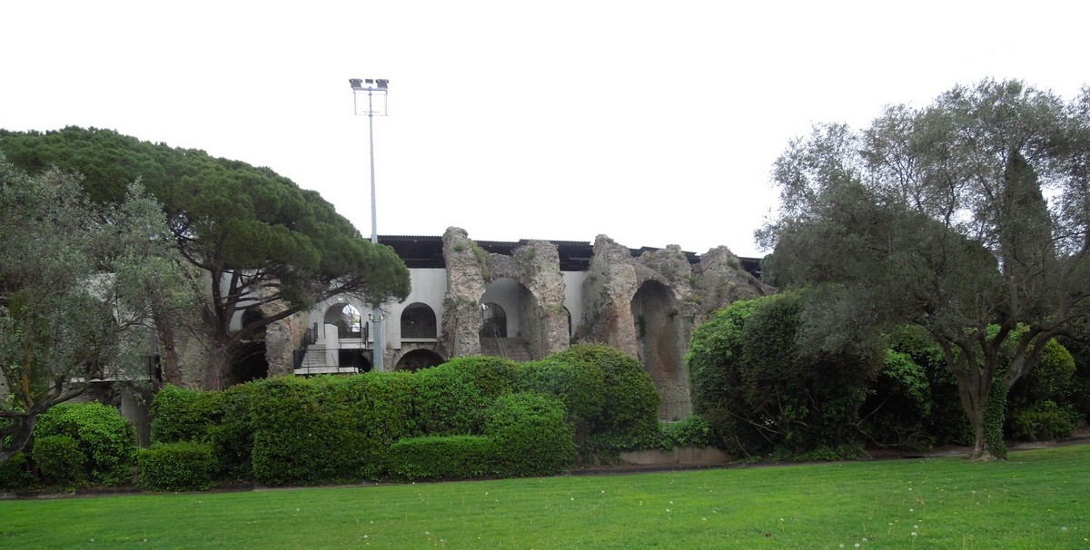 - L'assassinat des arènes romaines de Fréjus Dscn0910
