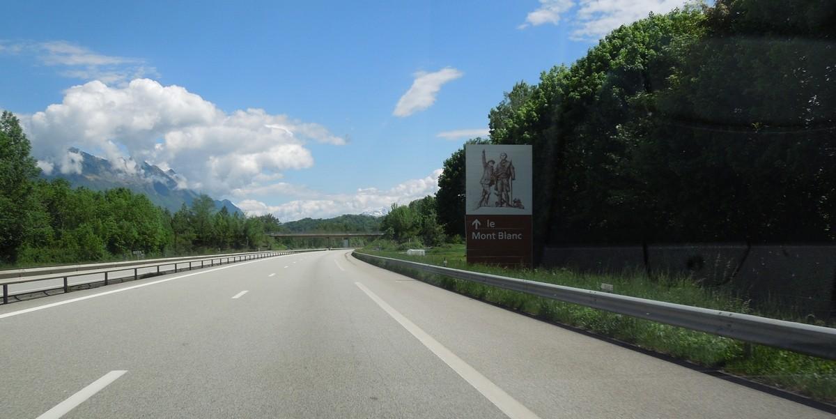 Panneaux touristiques d'autoroute (topic touristique) Dscn1610