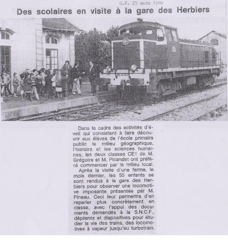 1982-03-25 - Des scolaires en visite à la gare des Herbiers 1982-016