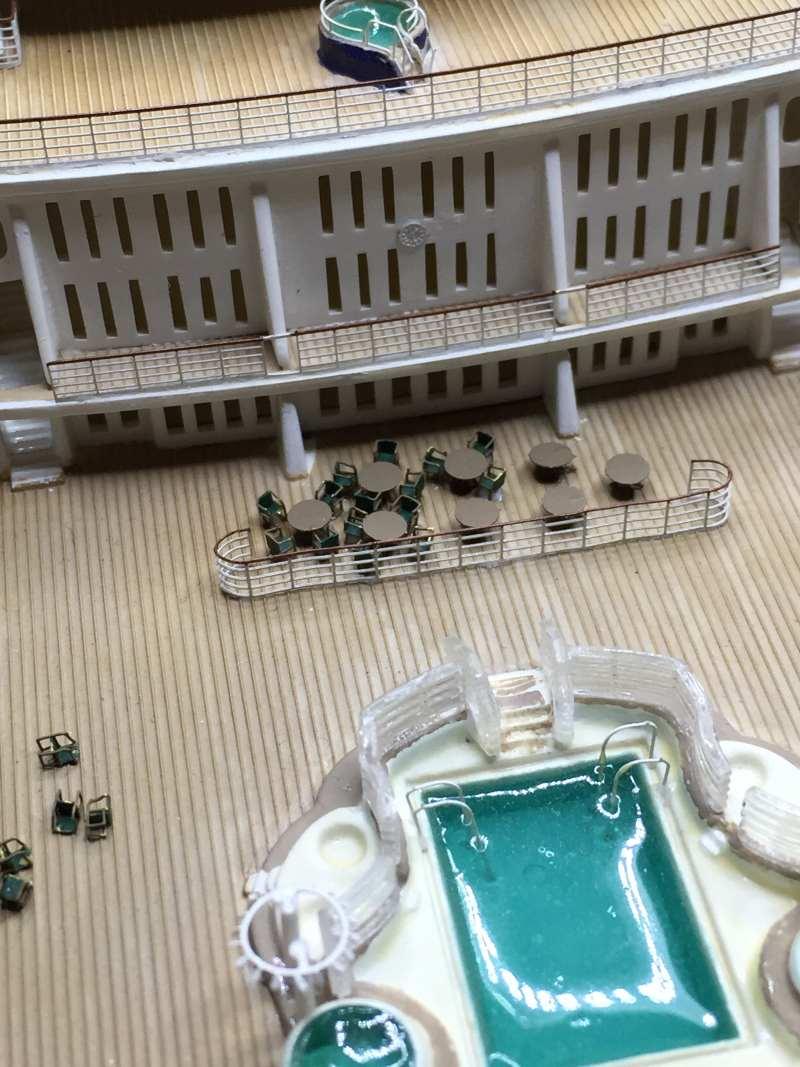 construction du queen mary 2 au 1/400 de chez revell - Page 14 Img_1411