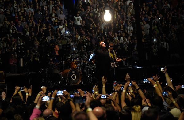 """U2.com: """"Il ritorno degli U2... un trionfo!"""" 0110"""