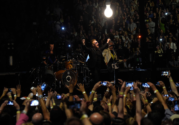 """U2.com: """"Il ritorno degli U2... un trionfo!"""" 0210"""