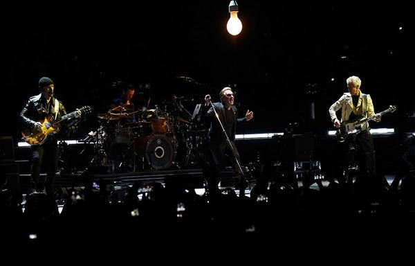 """U2.com: """"Il ritorno degli U2... un trionfo!"""" 0310"""
