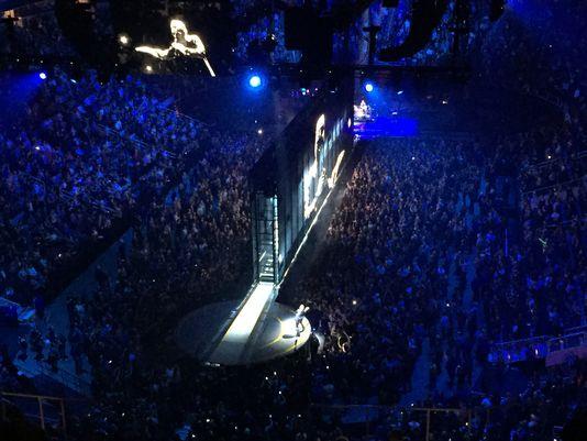 UsaToday: 'La ricca tecnologia U2... un effetto artistico potente' 63567710