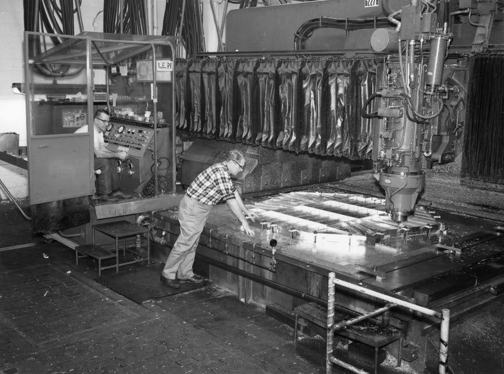 Quelques photos de la fabrication du LEM chez grumman Grum2210