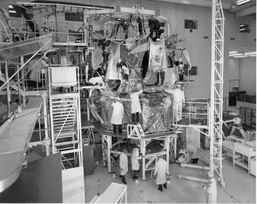 Quelques photos de la fabrication du LEM chez grumman Grum2212