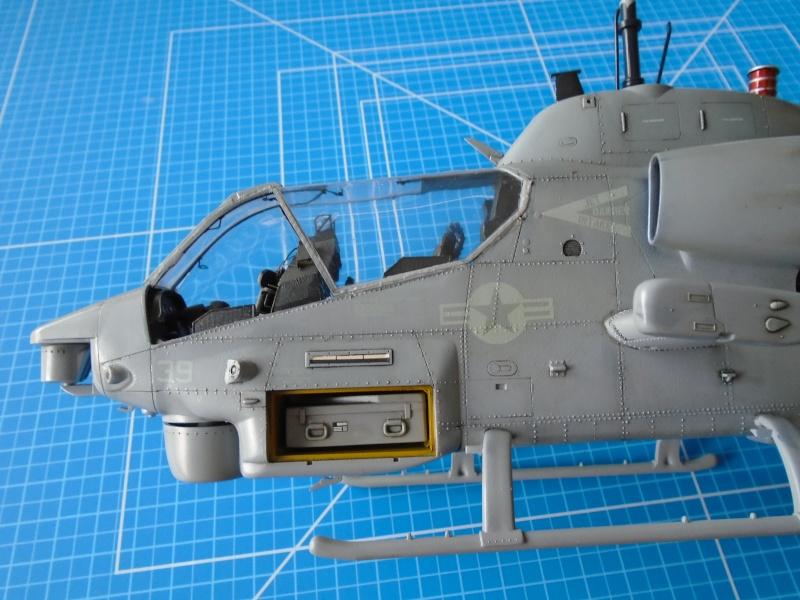 Academy 1/35 Scale AH-1W Super Cobra 01610