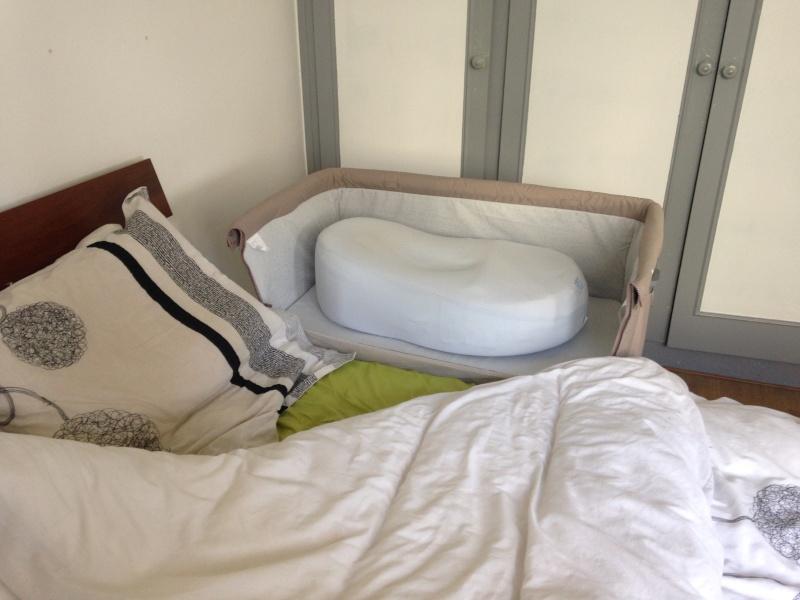 un lit rebord et cela ne pose absolument pas de problme je mets le cocoonababy dedans comme a il me reste de la place pour toutes mes petites - Lit Chicco